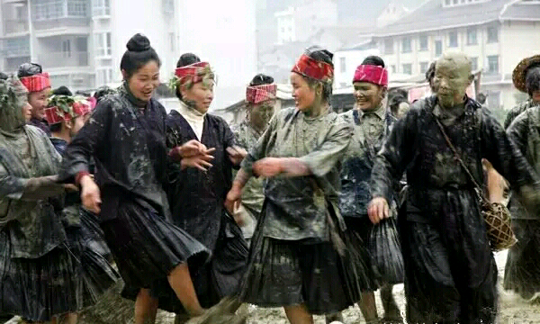 Mud throwing tradition during the Grain in Ear Solar term